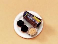 Schoko-Kekse auf Teller Choc Digestive on Plate