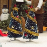 2 verzierte Nadelbäume / 2 Decorated Trees